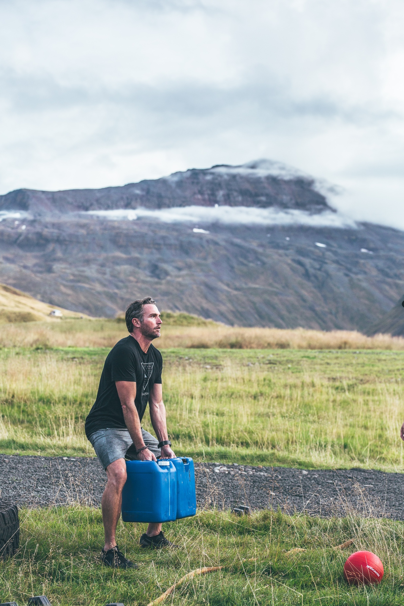 Chosen_Iceland2017_hikeandworkout-44