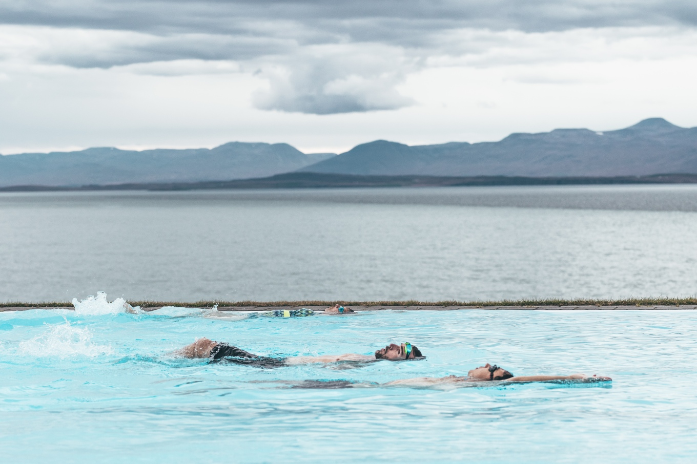 Chosen_Iceland2017_swimming-21